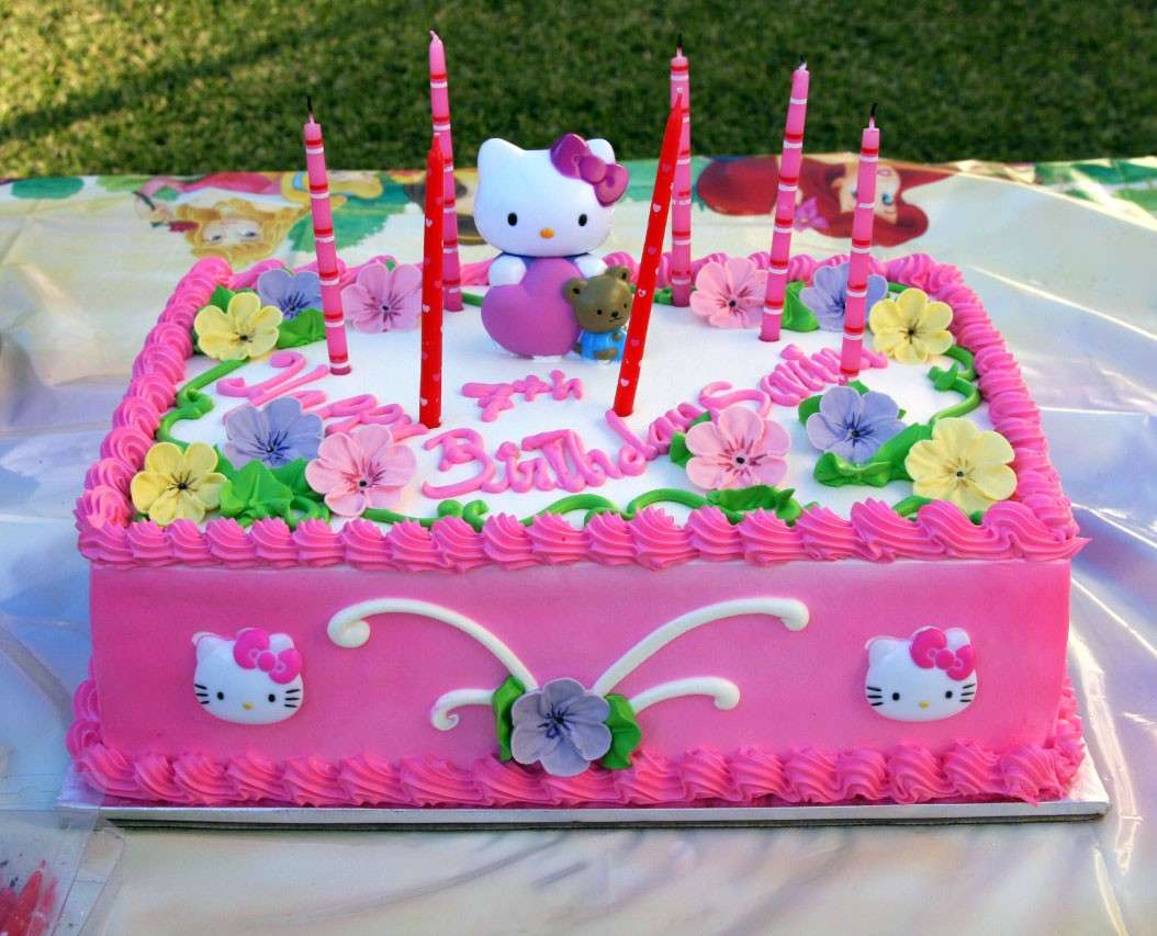 Torta Hello Kitty con candeline