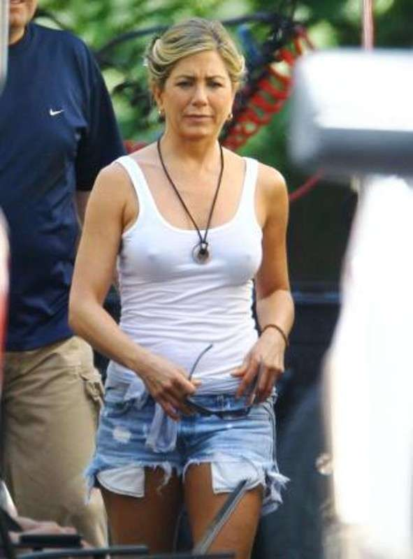 Jennifer Aniston in canotta