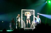 Britney Spears canta in playback al concerto