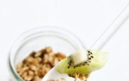 Macedonia con kiwi, yogurt e cereali