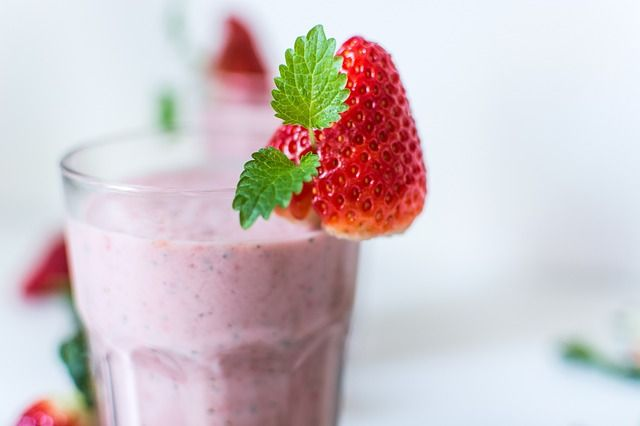Smoothie con fragole e mele